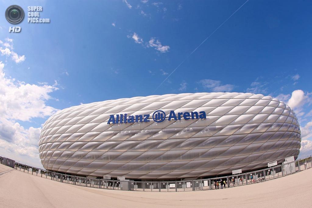 Германия. Мюнхен, Бавария. Футбольный стадион «Альянц Арена». (Erik Weber)
