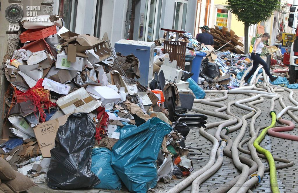 Германия. Пассау, Бавария. 5 июня. Последствия наводнения. (EPA/ИТАР-ТАСС/KARL-JOSEF HILDENBRAND)