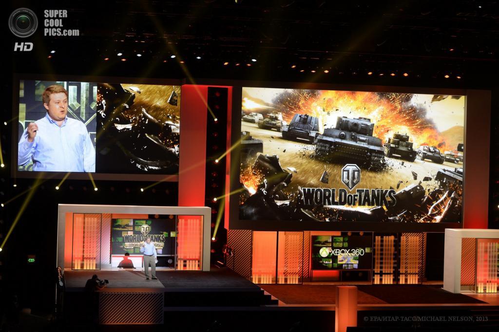 США. Лос-Анджелес, Калифорния. 10 июня. CEO Wargaming.net Виктор Кислый представляет новую версию игры «World of Tanks» на выставке E3 2013. (EPA/ИТАР-ТАСС/MICHAEL NELSON)