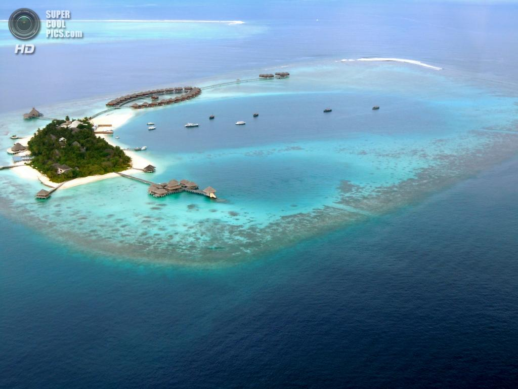 12. Мальдивская Республика. Площадь 298 км².  Население — 328 536 чел. Самое маленькое государство Азии, располагающееся на многочисленной группе атоллов в Индийском океане, к югу от Индии. (Sarah Ackerman)