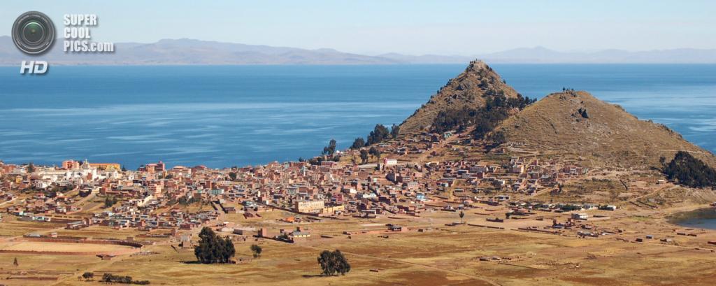 Город Копакабана с боливийской стороны. (Christopher Walker)