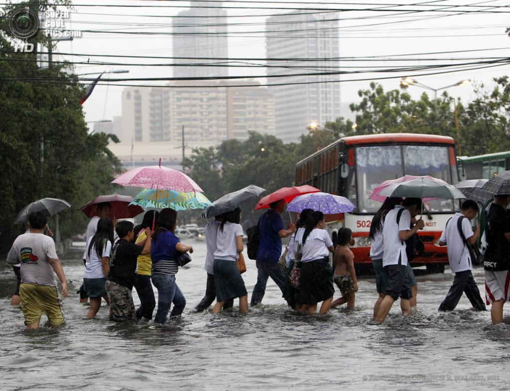 Филиппины. Манила. 13 июня. Наводнение вследствие проливных дождей. (EPA/ИТАР-ТАСС/FRANCIS R. MALASIG)