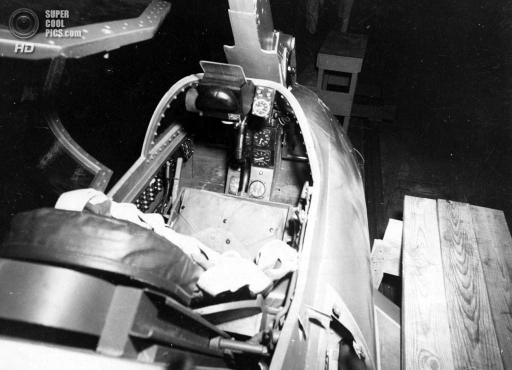 Кокпит McDonnell XF-85 Goblin. (U.S. Air Force)