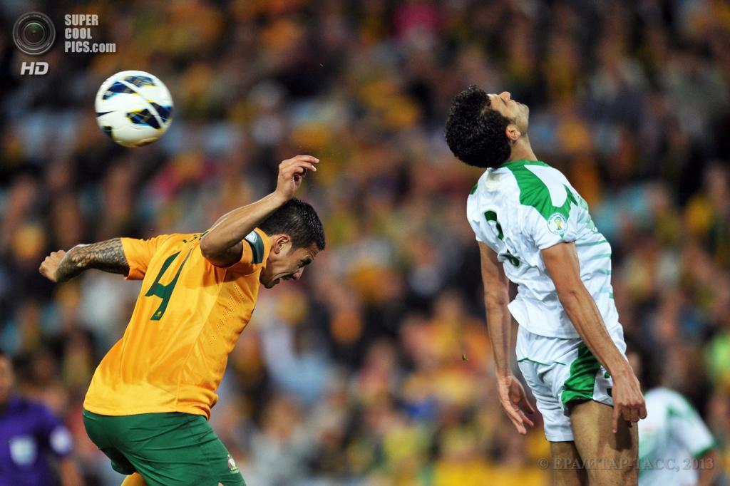 Австралия. Сидней, Новый Южный Уэльс. 18 июня. Тим Кэхилл (в оранжевом) ведёт верховую борьбу против Али Бахджата. (EPA/ИТАР-ТАСС/PAUL MILLER)