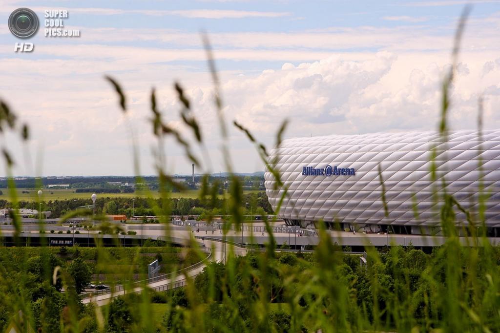 Германия. Мюнхен, Бавария. Футбольный стадион «Альянц Арена». (Colicaranica)