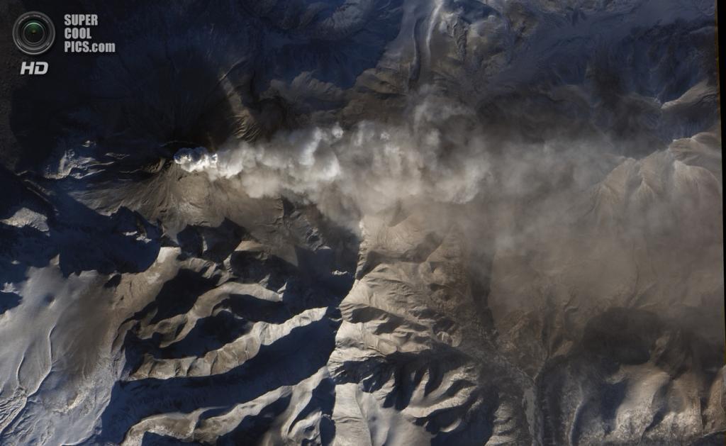 Вулкан Кизимен. Последнее извержение — 2013 год. (NASA)