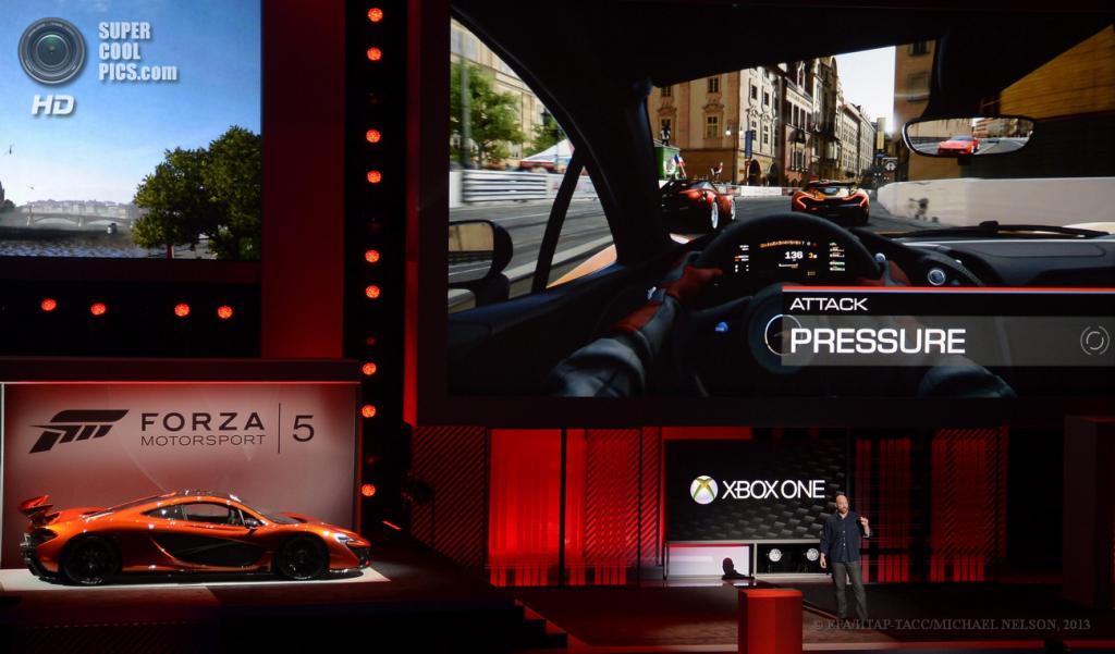 США. Лос-Анджелес, Калифорния. 10 июня. Презентация игры «Forza Motorsport 5» на выставке E3 2013. (EPA/ИТАР-ТАСС/MICHAEL NELSON)
