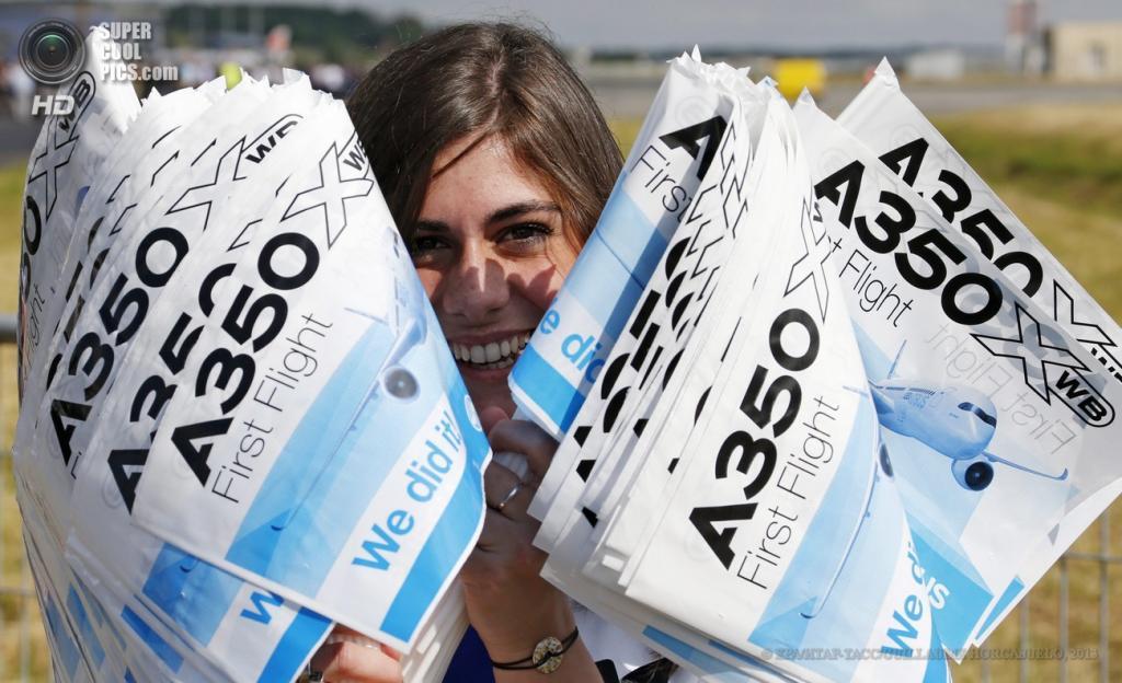 Франция. Тулуза. 14 июня. Во время первого полета авиалайнера Airbus A350. (EPA/ИТАР-ТАСС/GUILLAUME HORCAJUELO)