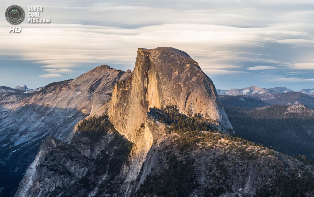США. Калифорния. Гранитная скала Хаф-Доум. (Diliff)