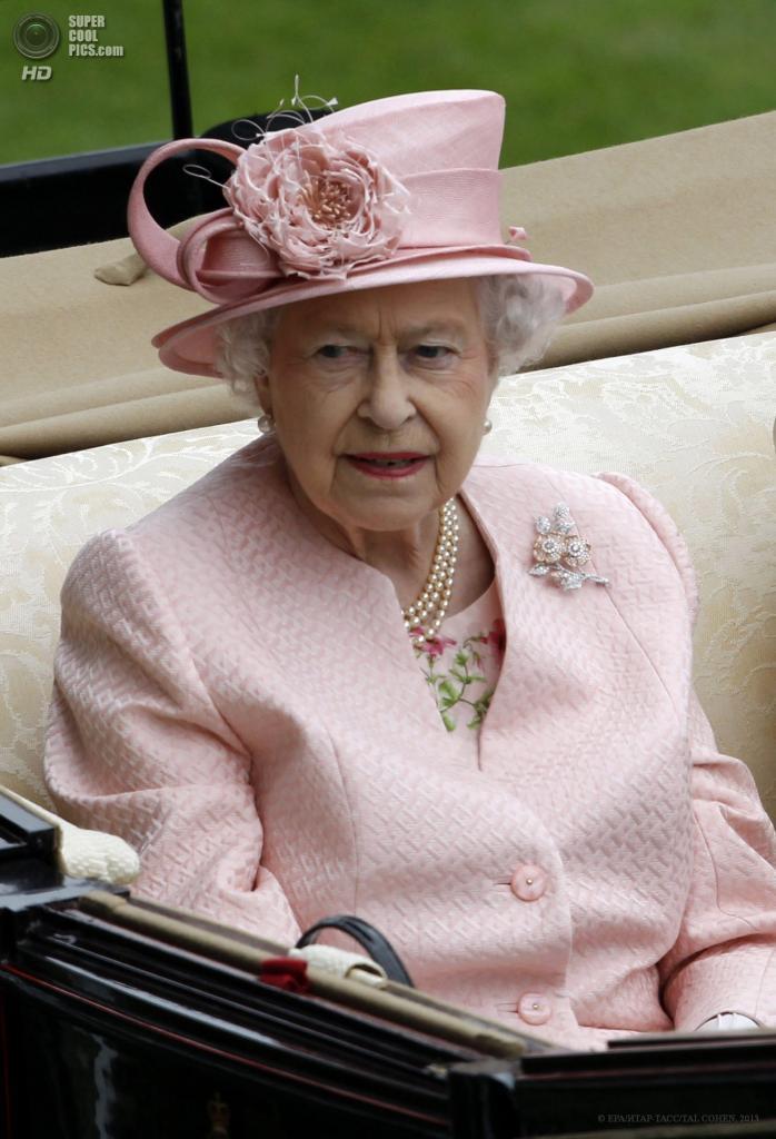 Великобритания. Аскот, Беркшир. 18 июня. Королева Елизавета II на открытии «Royal Ascot». (EPA/ИТАР-ТАСС/TAL COHEN)