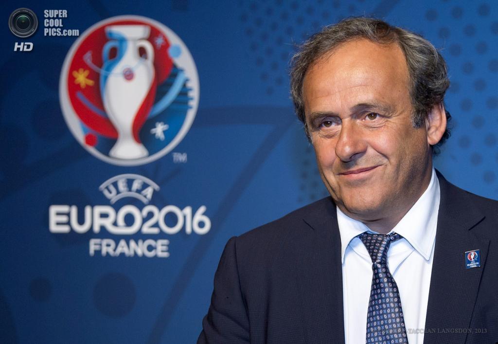 Франция. Париж. 26 июня. Президент УЕФА Мишель Платини на фоне логотипа Евро-2016. (EPA/ИТАР-ТАСС/IAN LANGSDON)