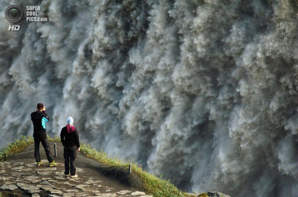 Исландия. Водопад Деттифосс в национальном парке Йёкульсаурглювуре. (Cripics)