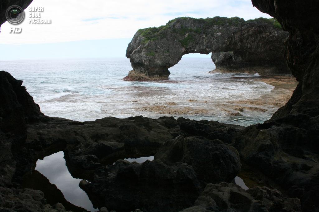 11. Ниуэ. Площадь 261,46 км².  Население — 1 398 чел. Свободная ассоциация с Новой Зеландией. Состоит из одноименного острова и находится в южной части Тихого океана, в Полинезии. (Pia Waugh)
