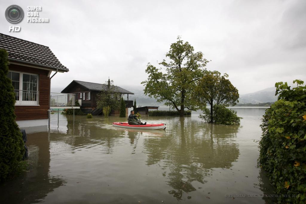 Швейцария. Лауэрц, Швиц. 2 июня. Наводнение, вызванное затяжными дождями. (EPA/ИТАР-ТАСС/ALEXANDRA WEY)