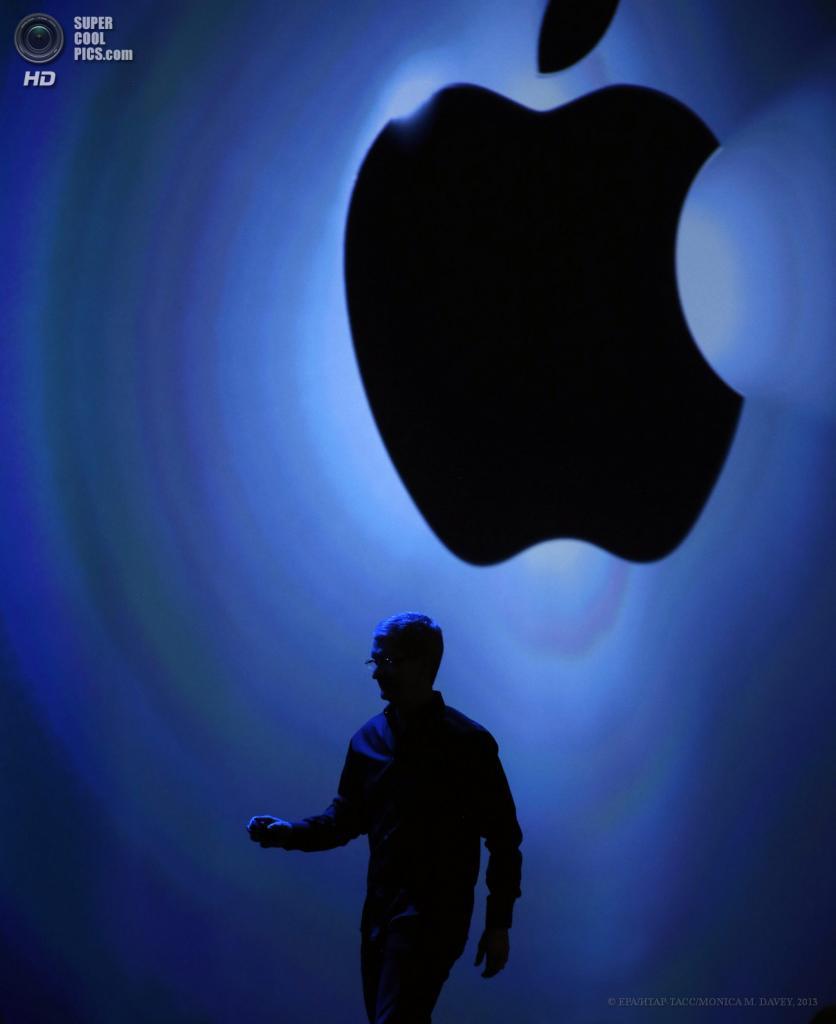 США. Сан-Франциско, Калифорния. 10 июня. CEO Apple Тим Кук на сцене. (EPA/ИТАР-ТАСС/MONICA M. DAVEY)