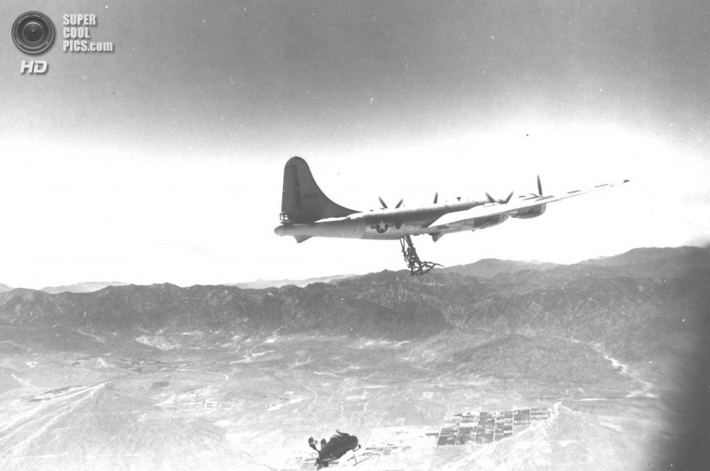 Тестовый полет McDonnell XF-85 Goblin над Калифорнией. (U.S. Air Force)