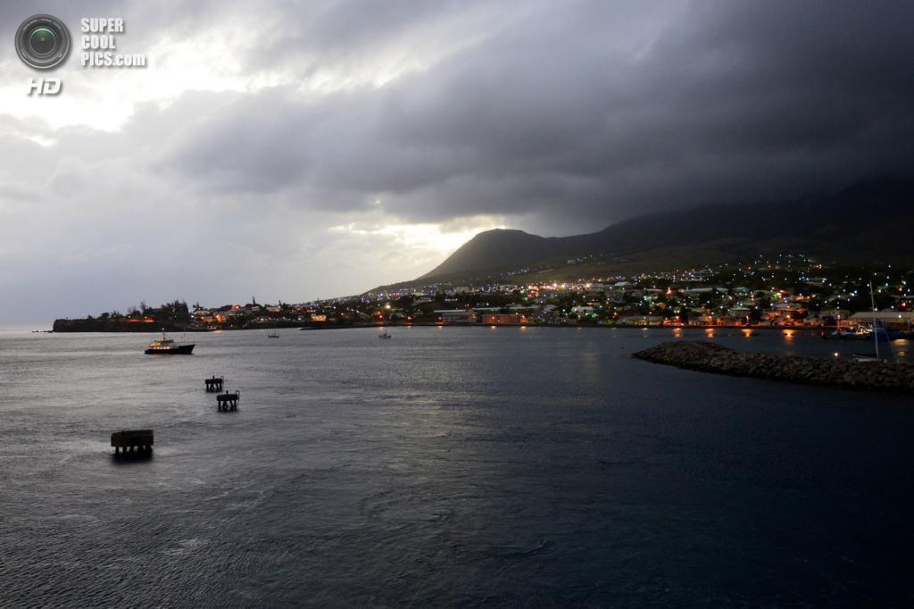 10. Федерация Сент-Китс и Невис. Площадь 261 км².  Население — 51 300 чел. Самое маленькое государство в Западном полушарии. Представляет собой два острова в архипелаге Малых Антильских островов, находящихся в восточной части Карибского моря. (Gilles Messian)