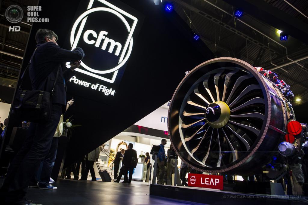 Франция. Ле-Бурже, Париж. 18 июня. Двигатель разработки CFM на 50-м Парижском авиасалоне. (ИТАР-ТАСС/ETIENNE LAURENT)