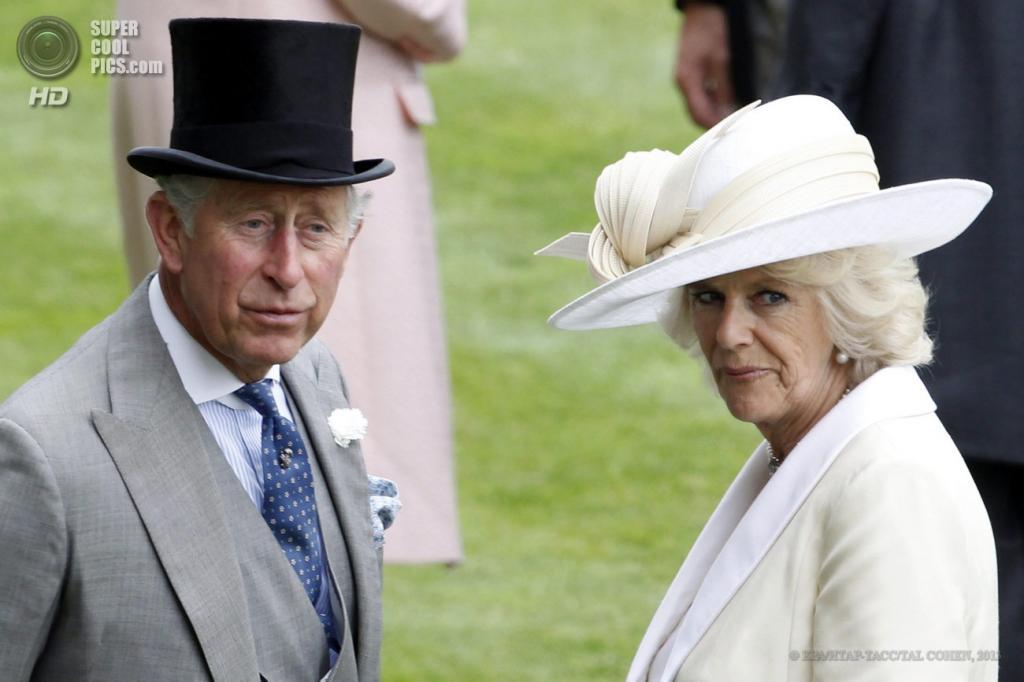Великобритания. Аскот, Беркшир. 18 июня. Принц Чарльз и герцогиня Камилла на открытии «Royal Ascot». (EPA/ИТАР-ТАСС/TAL COHEN)