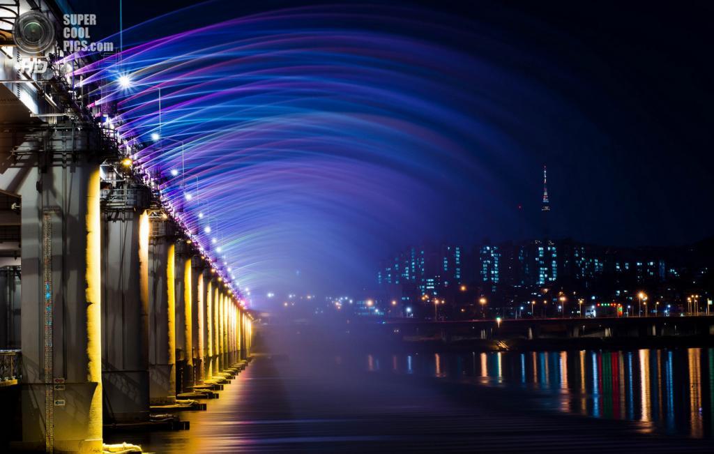 Мост «Фонтан радуги». (Bennie Chatman)
