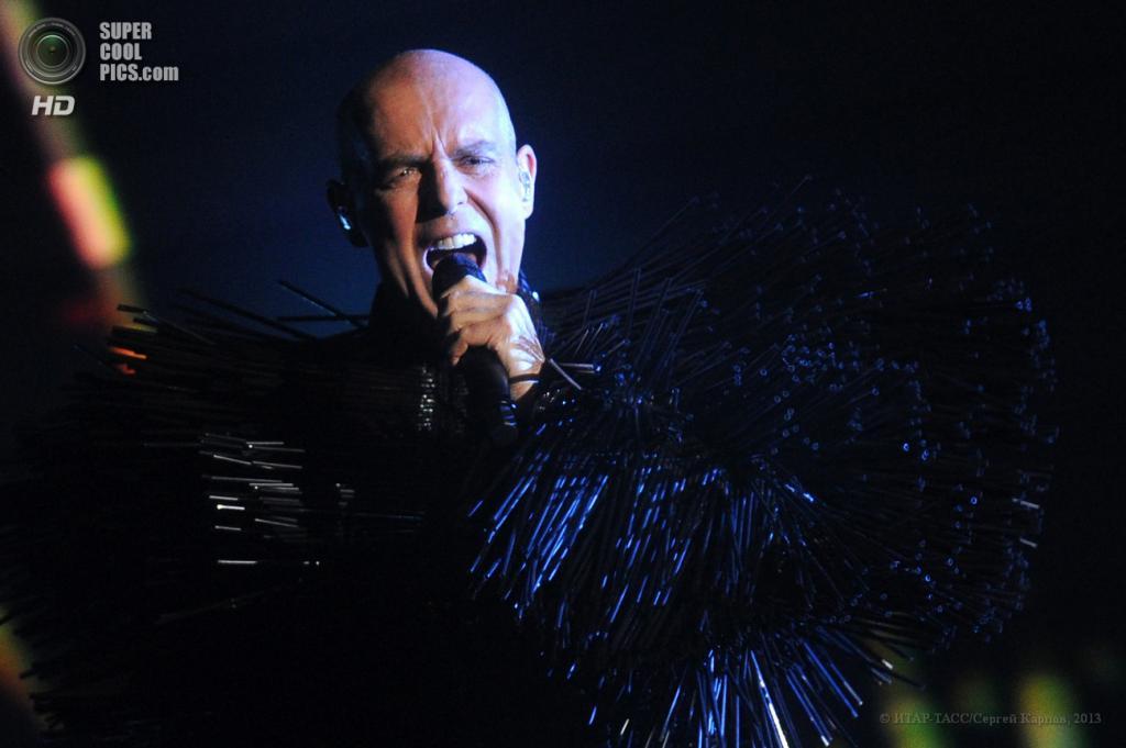 Россия. Москва. 5 июня. Во время концерта группы Pet Shop Boys в «Крокус Сити Холле». (ИТАР-ТАСС/Сергей Карпов)