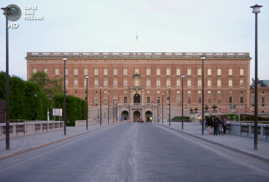 Швеция. Стокгольм. Королевский дворец — официальная резиденция шведских монархов на парадной набережной острова Стадхольмен. (Holger.Ellgaard)