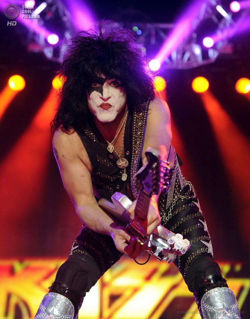 Австрия. Бургенланд. 15 июня. Вокалист и гитарист американской рок-группы KISS Пол Стэнли на фестивале Nova Rock 2013. (EPA/ИТАР-ТАСС/HERBERT P. OCZERET)
