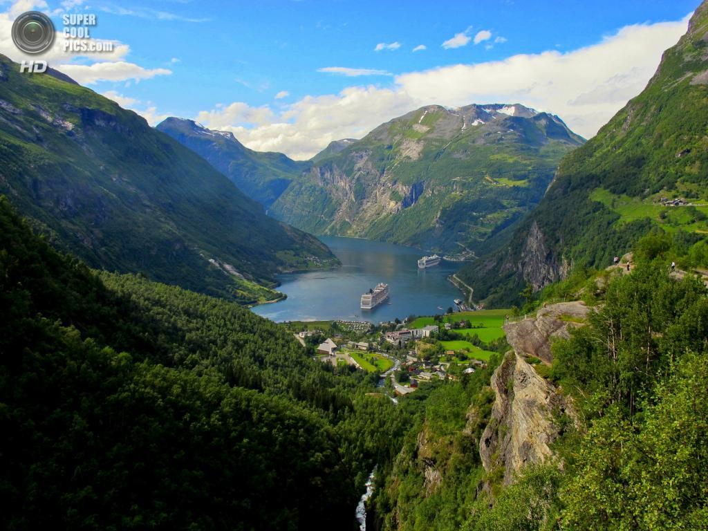 Норвегия. Гейрангер-фьорд, длинной 15 км, знаменит своими высокими и живописными водопадами, среди которых Семь сестёр, Фата невесты и Жених. Входит в список Всемирного наследия ЮНЕСКО. (Damien Moureaux)