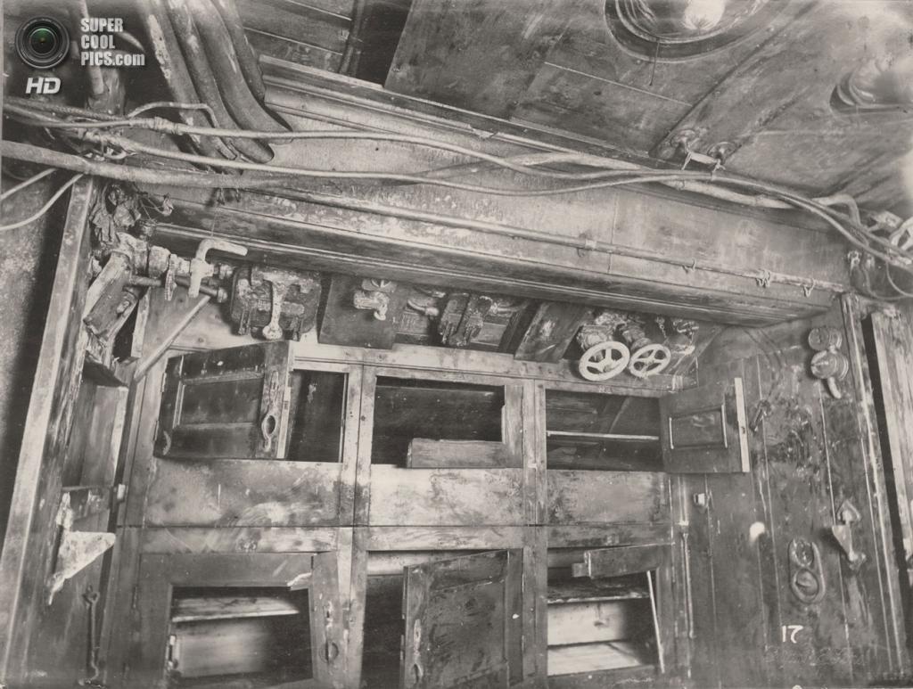 Великобритания. Уолсенд, Тайн-энд-Уир, Англия. 1918 год. Шкафчики для экипажа. (Tyne & Wear Archives & Museums)