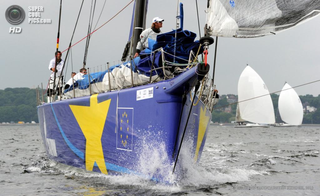 Германия. Киль, Шлезвиг-Гольштейн. 22 июня. Esimit Europa 2 на фестивале парусного спорта «Кильская неделя». (EPA/ИТАР-ТАСС/CARSTEN REHDER)