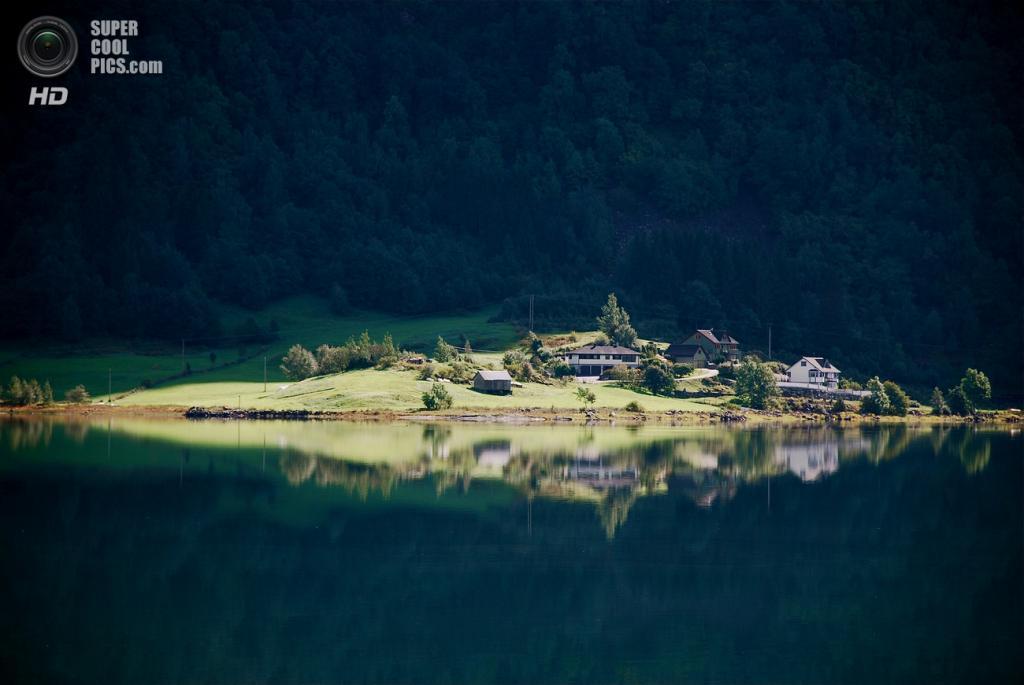 Норвегия. Согне-фьорд, длинной 204 км, является самый большим в Европе и второй по величине в мире. (Astrid Westvang)