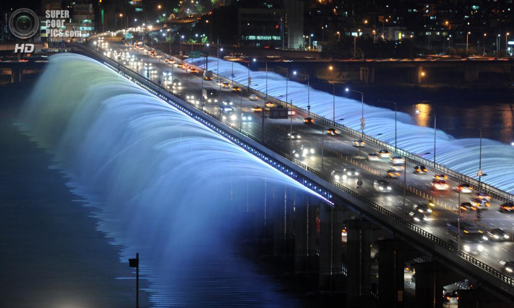 Мост «Фонтан радуги». (Gu Gyobok)