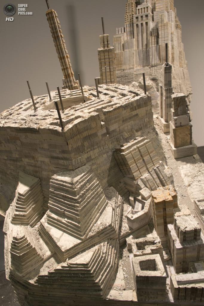 Швейцария. Базель. 10 июня. Инсталляция «Library II-I» китайского художника Лю Вэя на выставке современного искусства Art Basel. (EPA/ИТАР-ТАСС/GEORGIOS KEFALAS)