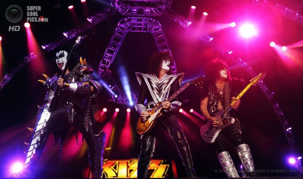 Австрия. Бургенланд. 15 июня. Выступление американской рок-группы KISS на фестивале Nova Rock 2013. (EPA/ИТАР-ТАСС/HERBERT P. OCZERET)