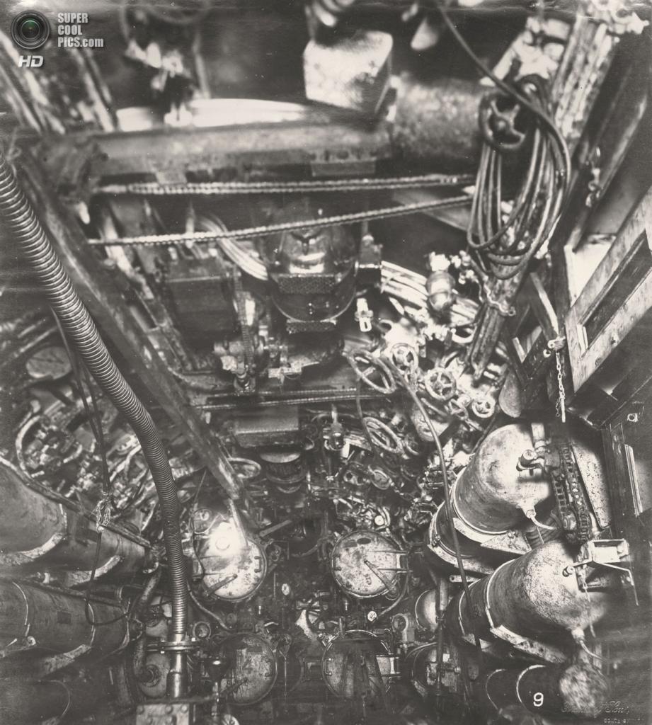Великобритания. Уолсенд, Тайн-энд-Уир, Англия. 1918 год. Торпедный отсек, вид на потолок. (Tyne & Wear Archives & Museums)