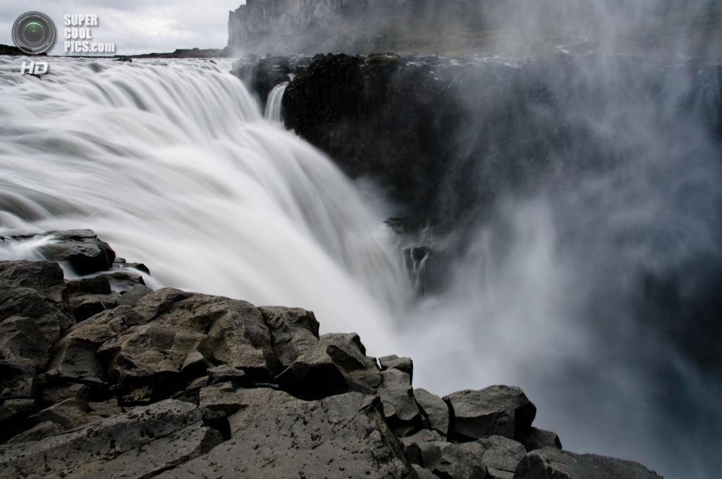 Исландия. Водопад Деттифосс в национальном парке Йёкульсаурглювуре. (Gouldy99)