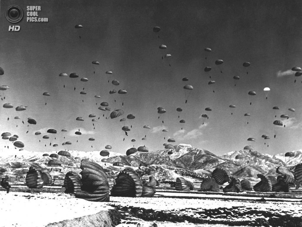 Корея. 1951. Спуск десантников. (U.S. Army Korea)