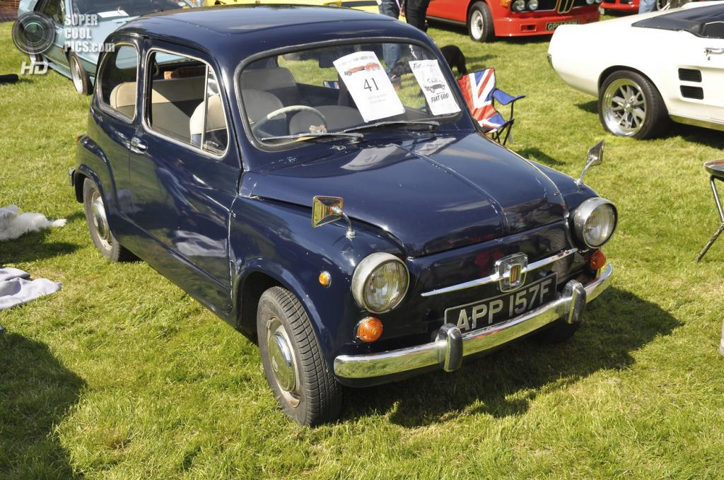 Великобритания. Бардуэлл, Саффолк. 26 мая. Fiat 600D 1960 г.в. на выставке автомобилей Bardwell Car Show. (Martin Pettitt)