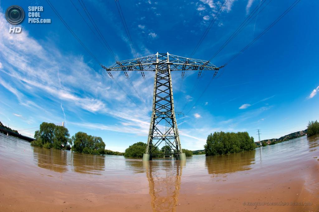 Германия. Дрезден, Саксония. 5 июня. Последствия наводнения. (EPA/ИТАР-ТАСС/ARNO BURGE)