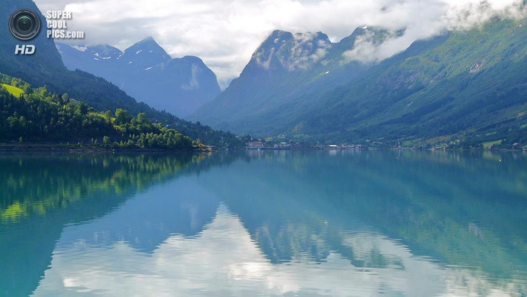 Норвегия. Норд-фьорд, длинной 110 км, простирается от ледника Йостедалсбреен до океана. (Simo Räsänen)