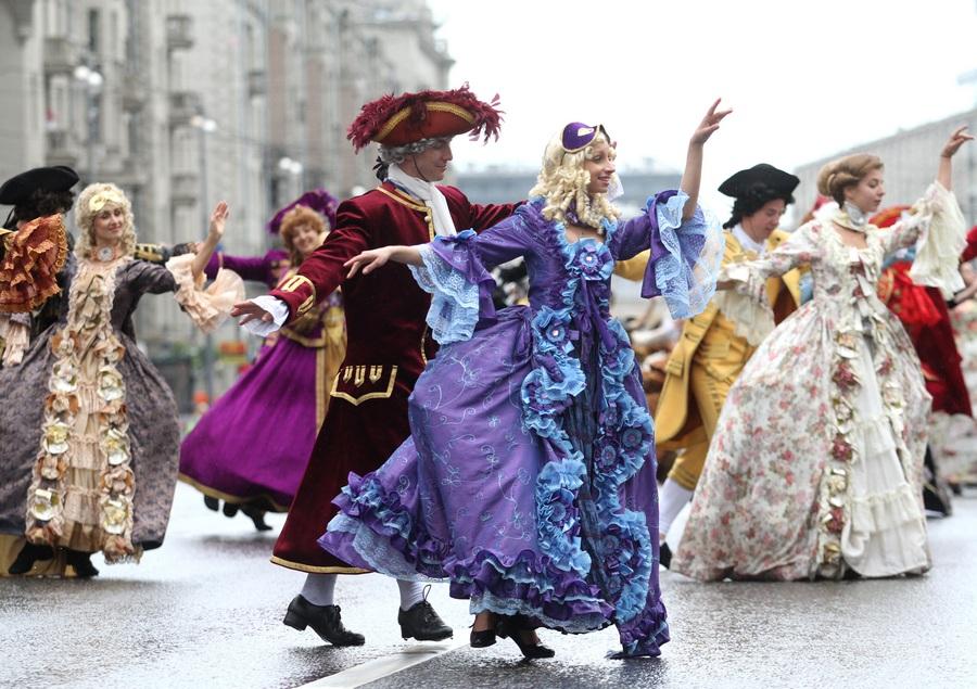 Исторический карнавал «Парад округов» в Москве (8 фото)
