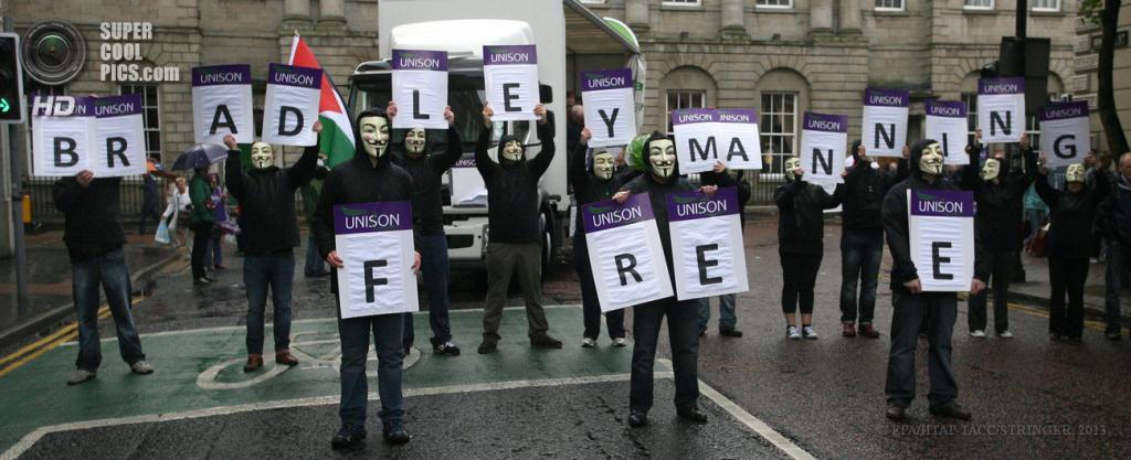 Великобритания. Белфаст, Северная Ирландия. 15 июня. Во время акции протеста против саммита «Большой восьмёрки». (EPA/ИТАР-ТАСС/STRINGER)
