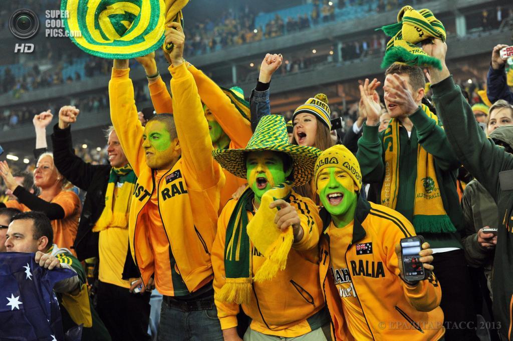 Австралия. Сидней, Новый Южный Уэльс. 18 июня. Австралийские фанаты ликуют. (EPA/ИТАР-ТАСС/PAUL MILLER)