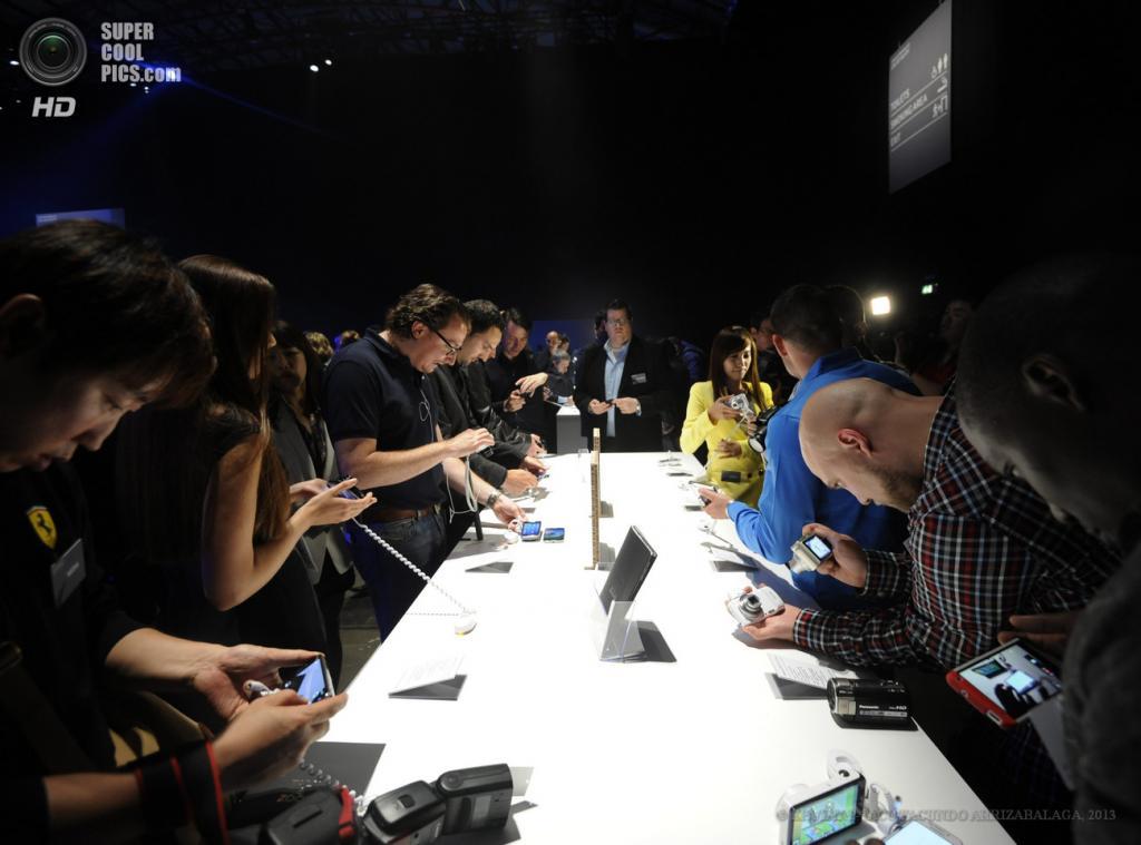 Великобритания. Лондон. 20 июня. Во время презентации новых гаджетов Samsung в выставочном центре «Эрлс Корт». (EPA/ИТАР-ТАСС/FACUNDO ARRIZABALAGA)