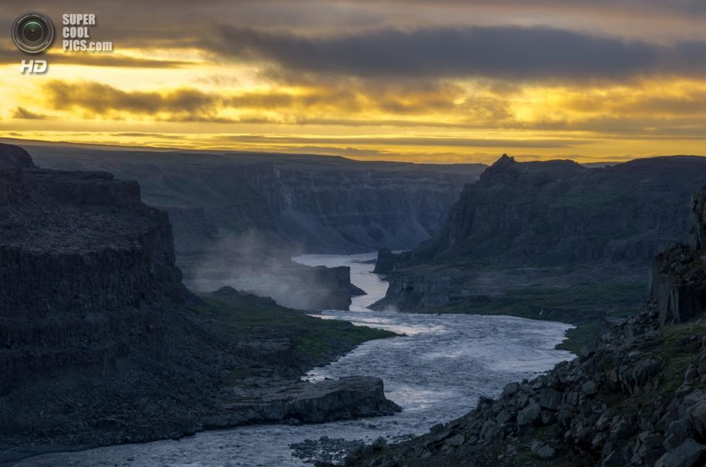Исландия. Национальный парк Йёкульсаурглювур. (Simon Bonaventure)