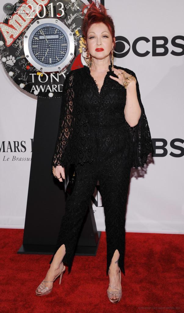 США. Нью-Йорк. 9 июня. Певица и актриса Синди Лопер. (EPA/ИТАР-ТАСС/JASON SZENES)