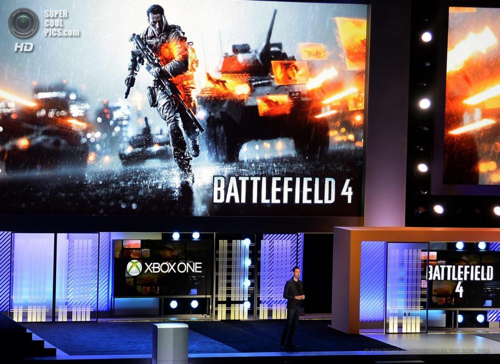 США. Лос-Анджелес, Калифорния. 10 июня. Генеральный директор EA Studio Патрик Содерлунд представляет игру «Battlefield 4» на выставке E3 2013. (EPA/ИТАР-ТАСС/MICHAEL NELSON)