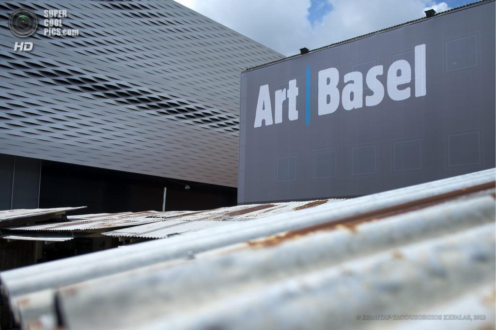 Швейцария. Базель. 10 июня. Вывеска Art Basel. (EPA/ИТАР-ТАСС/GEORGIOS KEFALAS)