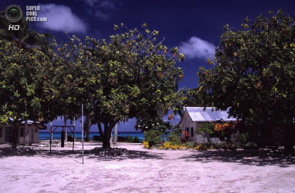 6. Тувалу. Площадь 26 км². Население — 10 698 чел. Тихоокеанское государство в Полинезии, расположенное на пяти атоллах и четырех островах одноименного архипелага. (mrlins)