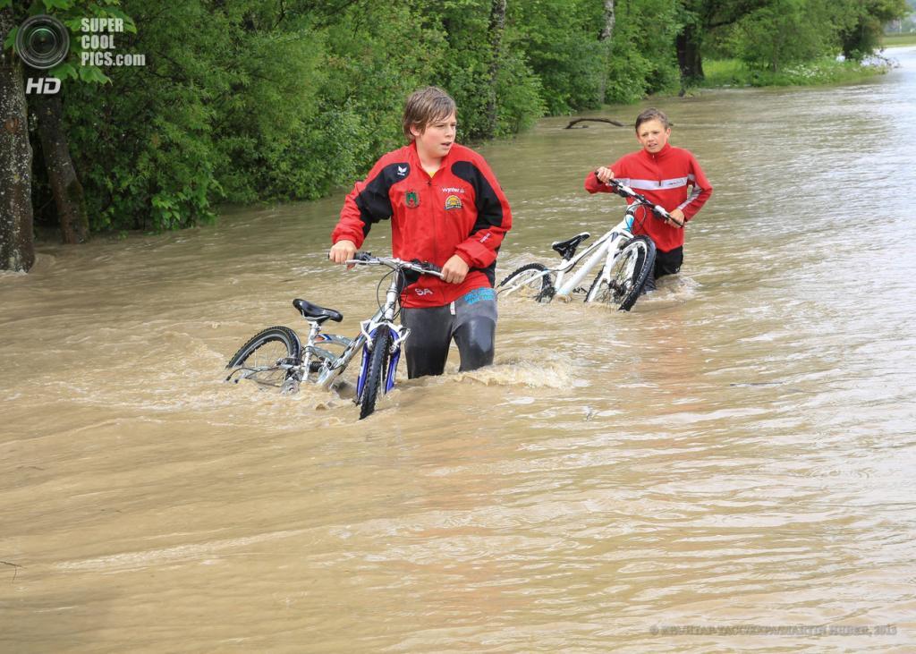 Австрия. Шладминг, Штирия. 2 июня. Наводнение, вызванное затяжными дождями. (EPA/ИТАР-ТАСС/EXPA/MARTIN HUBER)
